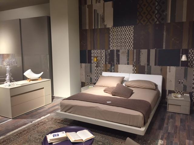Camera Da Letto Rovere Bianco : Composizione camera da letto classica con letto intagliato