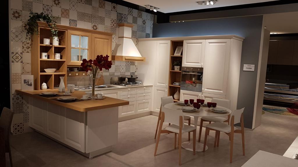 Sede di via Ruvo cucine Veneta Cucine - Strippoli Mobili Corato Home ...